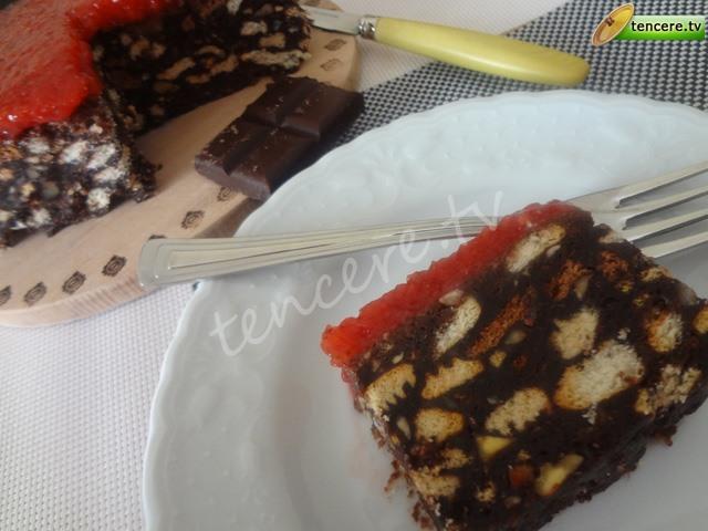 Çilek Soslu Mozaik Pasta tarifi