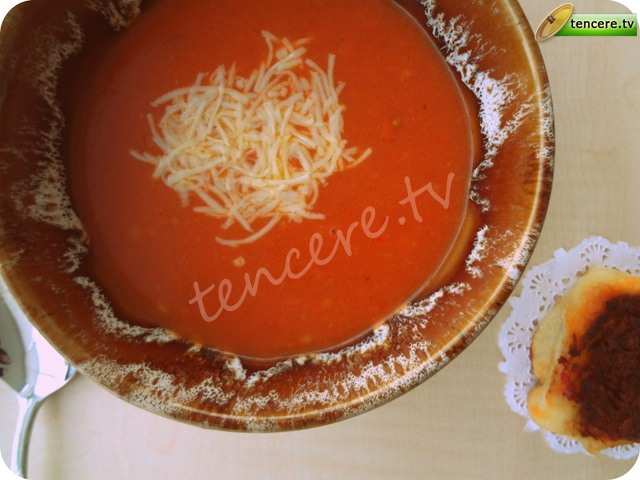 Domates Çorbası (közlenmiş biberli) tarifi