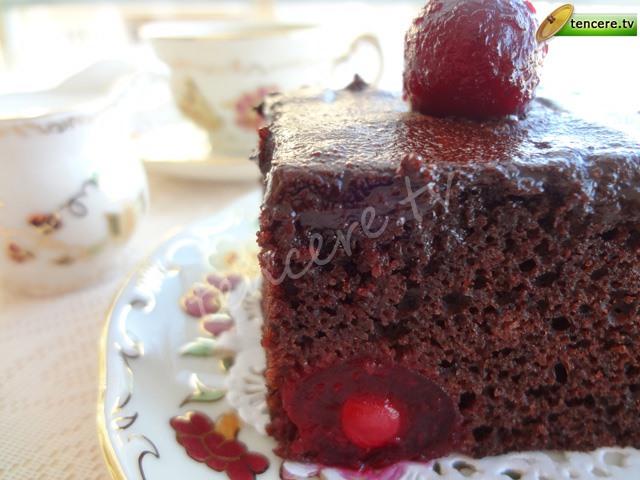 Vişneli Çikolatalı Kolay Browni tarifi
