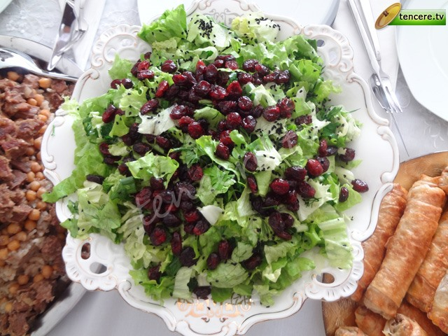 Yaban Mersinli Salata tarifi