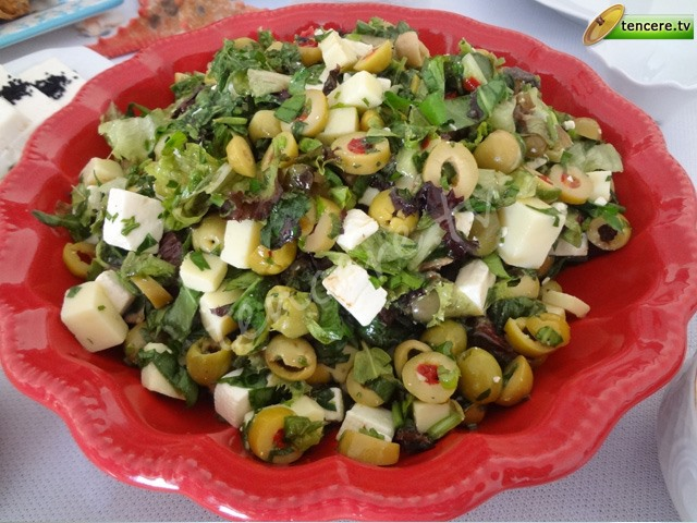 Zeytinli Peynirli Kahvaltı Salatası tarifi