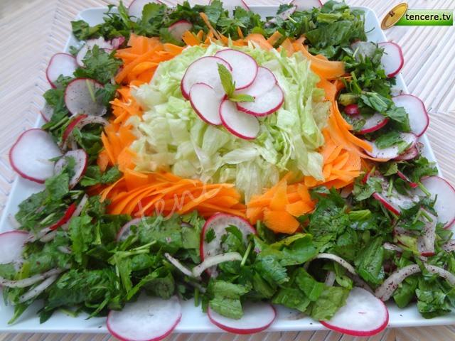 Süslü Kış Salatası tarifi
