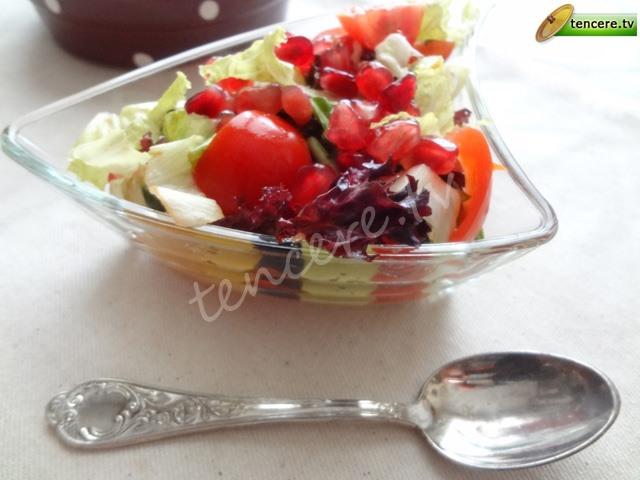Narlı Yeşillik Salatası tarifi