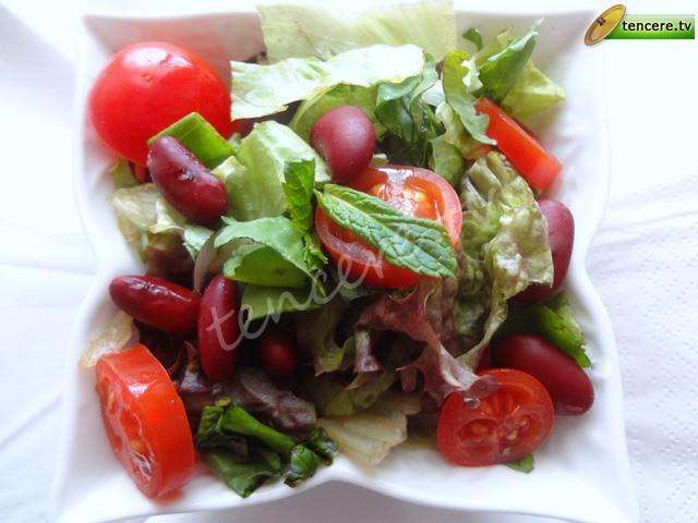 Meksika Fasülyeli Yeşil Salata tarifi