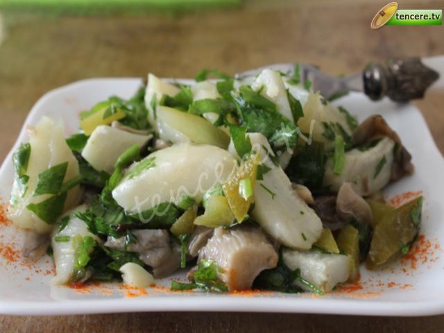 Enginarlı Mantarlı Sıcak Salata tarifi