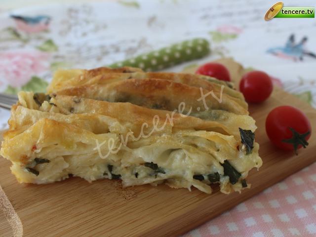 Ispanaklı Peynirli Pileli Börek tarifi