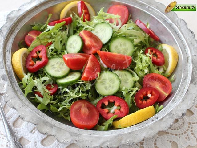Sarımsaklı Endiyven Salatası tarifi
