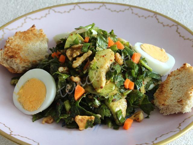 Hardal Otlu Avakadolu Yumurta Salatası tarifi