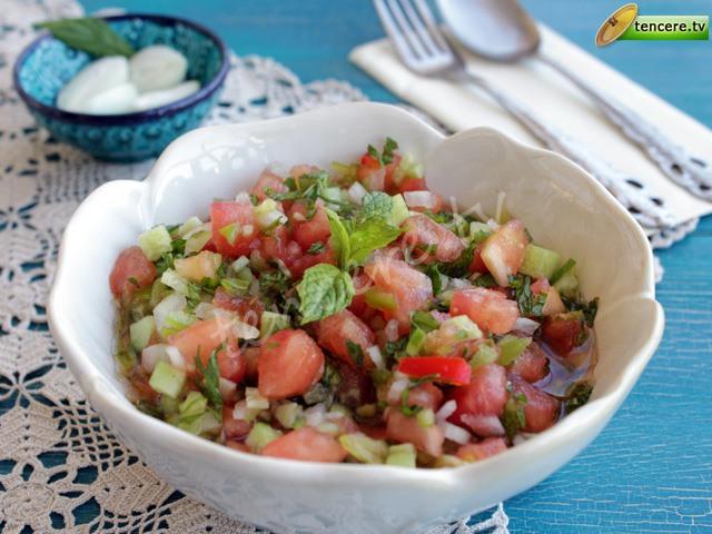 Annemin Kaşık Salatası tarifi