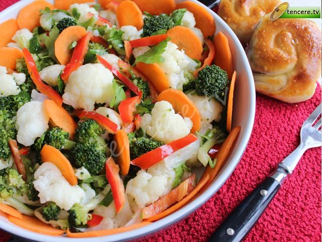 Brokoli ve Karnıbaharlı Salata tarifi