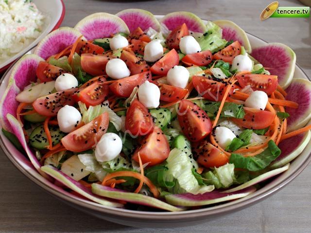 Renkli Gün Salatası tarifi