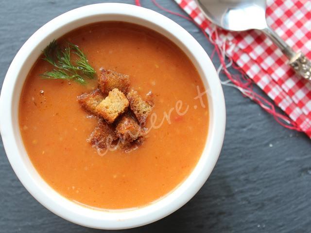 Sarımsaklı Domates Çorbası tarifi