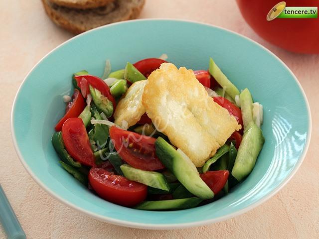 Hellimli Mevsim Salatası tarifi